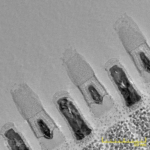High resolution TEM image of a gate-cut lamella prepared from a 14 nm chip by means of inverted thinning