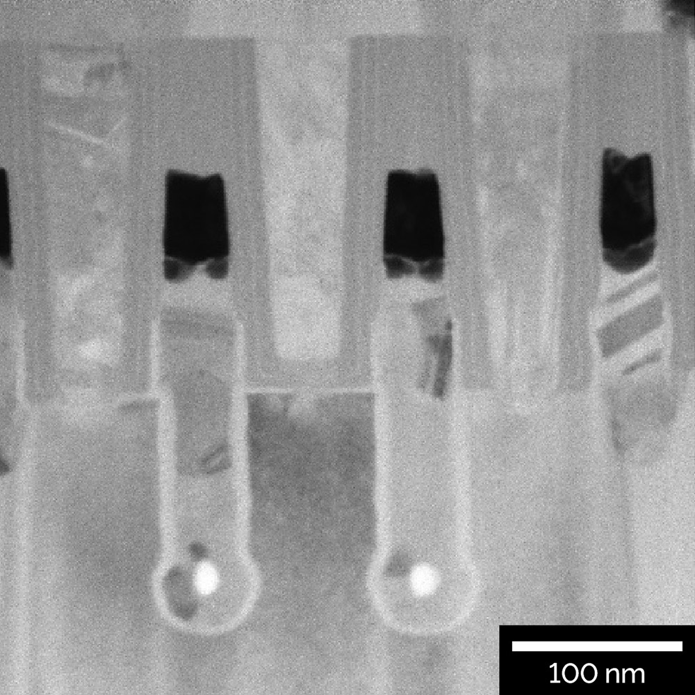 STEM-BF image of an 80 nm thick TEM lamella from a 65 nm DRAM node