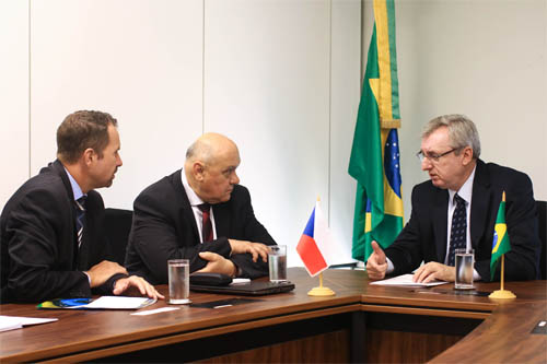 From the left: the head of the Commercial Section of the Embassy of the Czech Republic in Brasilia, Filip Kanda, Jaroslav Klíma, CEO of TESCAN ORSAY HOLDING and Celso Pansera, the Minister of Science, Technology and Innovations